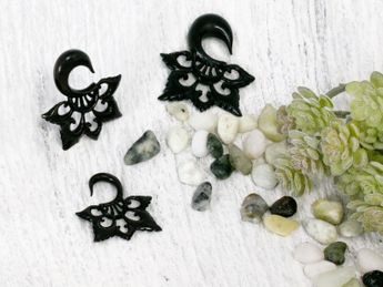 Black Horn Ear Stretcher Tribal Blossom – picture 4