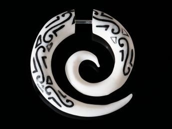 Fake Spiral Earring - Maori Tribal - from Horn or Bone – picture 4