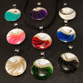 Noble Stainless Steel Pendant with Nautilus Shell in 9 different Colors – picture 12