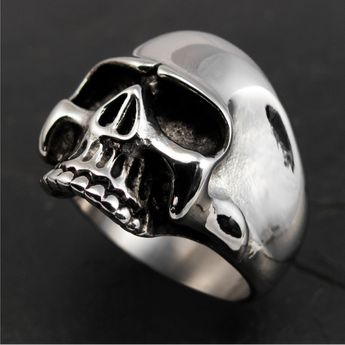 Stainless Steel Ring - Classic Skull – picture 1