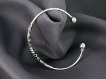 Narrow Sterling Silver Bangles - Medieval / Viking / Celtic / Antique Design – picture 8