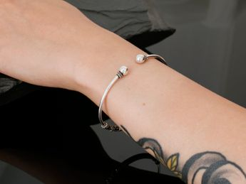 Artfully forged silver bangles in various elegant antique designs – picture 13