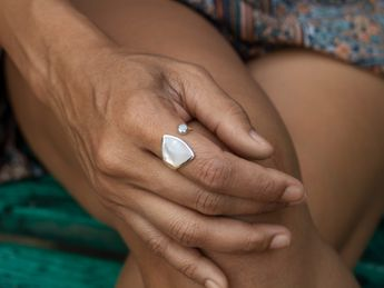 Lady's 925 Sterling Mother-of-Pearl Shell Ring – picture 2