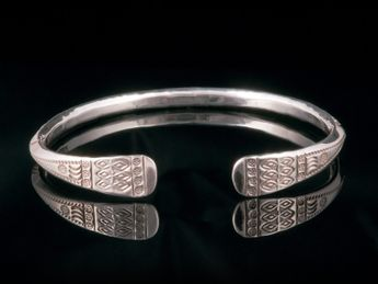 925. Sterling Silver Bangle with ancient viking / celts ornaments – picture 1