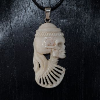 Lady Cameo Bone Pendant – picture 2