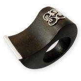 Edler geschwungener Ring aus Ebenholz mit Silber Applikationen