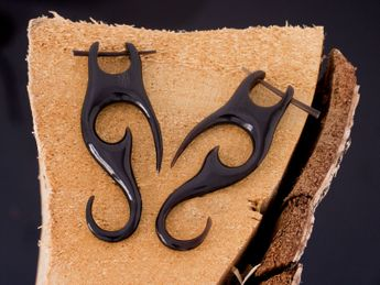 Horn Earrings - Maori Tribal – picture 1