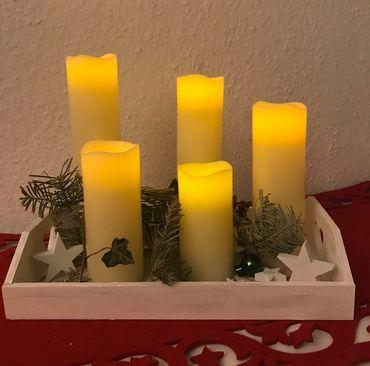 LED Kerzen 5 Stück Echtwachs creme flammenlos  Batteriebetrieb verschiedene Höhe – Bild 1