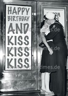 Postkarte - Happy Birthday and Kiss, Kiss, Kiss