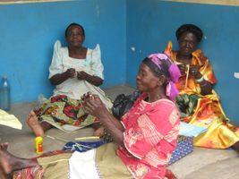 Halskette vom Witwenprojekt Butiru Uganda / Spende – Bild 4