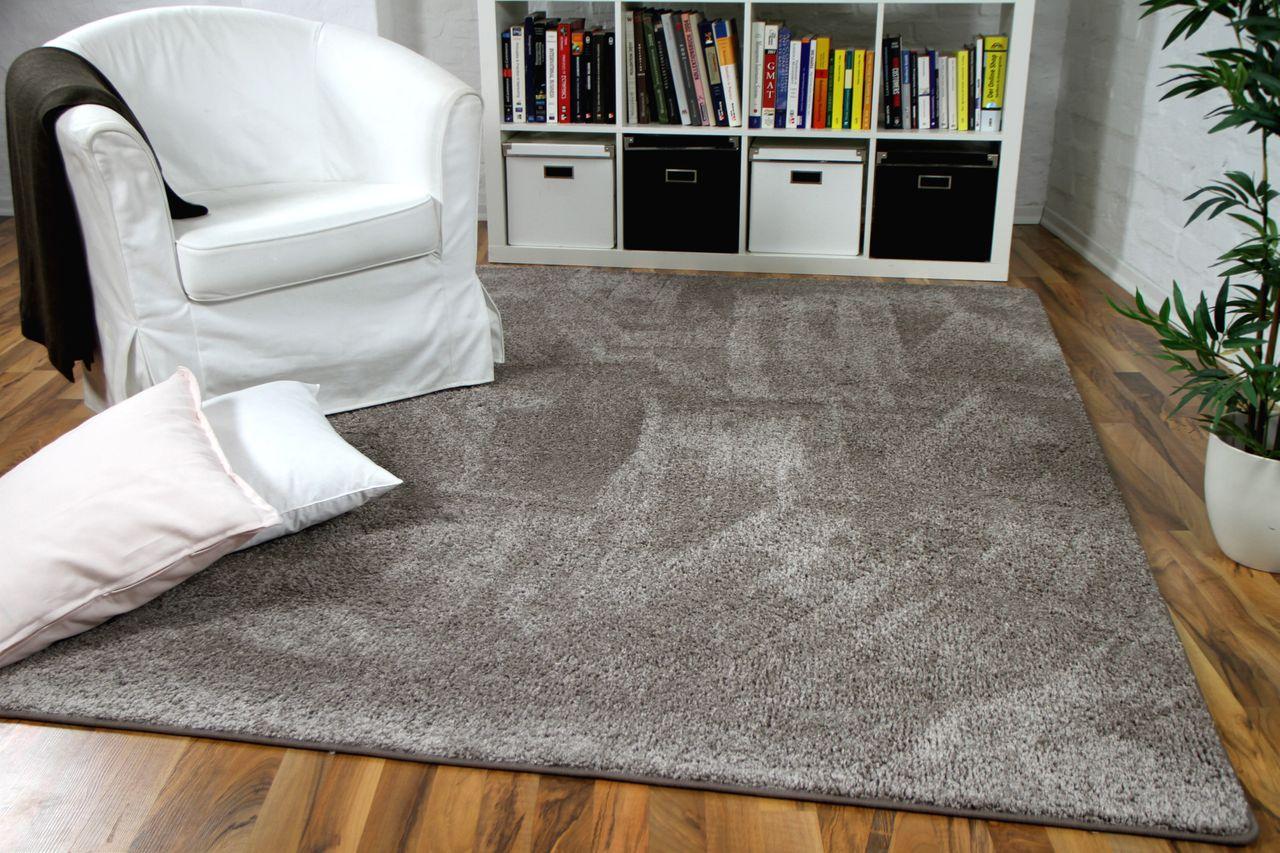 hochflor velours teppich mona taupe teppiche hochflor. Black Bedroom Furniture Sets. Home Design Ideas