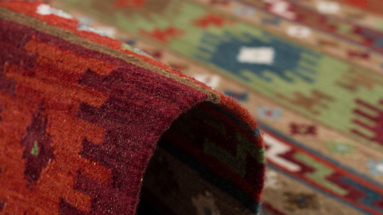 natur teppich kelim sumak rot bunt modern teppiche nepal. Black Bedroom Furniture Sets. Home Design Ideas