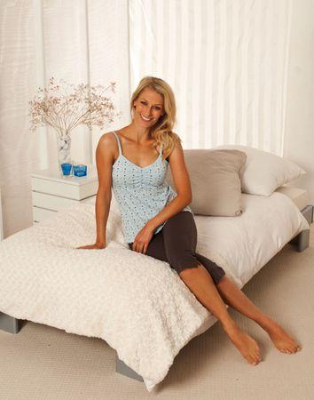 Kurzer modischer Pyjama mit Spaghetti Top und 3/4-langer Hose; luftige Baumwolle – Bild 4
