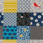 Baumwolle Leinen Canvas bedruckt mit Patchwork Quadraten in blau, schwarz und gelb  001