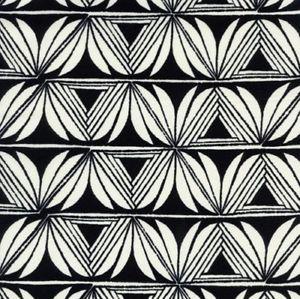 Viskose Voile Blütenmuster creme weiß auf schwarz