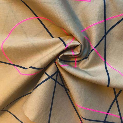 Baumwolle Batist grafisches Muster in pink auf beige
