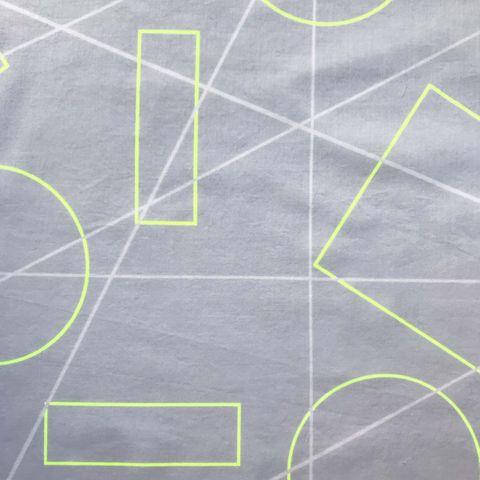 Baumwolle Batist grafisches Muster auf hellgrau