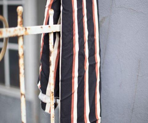 Viskose Stoff gestreift rot, beige, schwarz