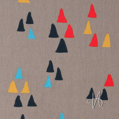 Bio Baumwolle Canvas (GOTS) Dreiecke auf grau 0,5m