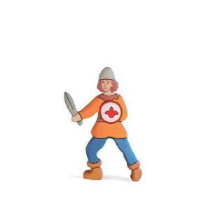 Holztiger Holzfigur Stalljunge, oranges Hemd
