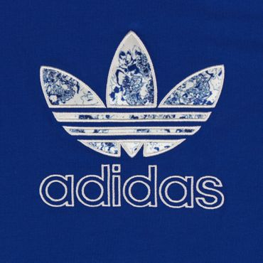 ADIDAS ORIGINALS Trefoil Logo Slim Tee – Bild 2