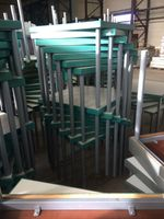 Hiller Bürotisch, ca.80x80cm, massiv, 4 Füße, grün, Hotel Seminar Tisch Holz – Bild 2