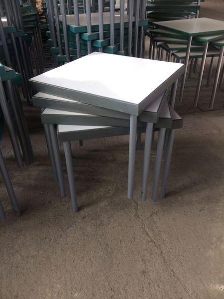 Hiller Bürotisch, ca.80x80cm, massiv, 4 Füße, grau, Hotel Seminar Tisch Holz – Bild 1