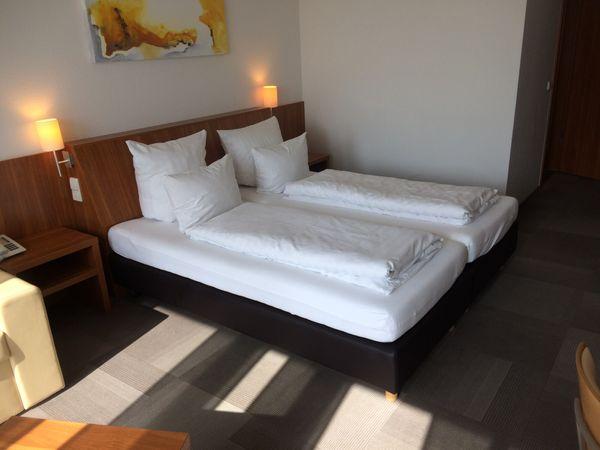 Hotelbett Boxspringbett 180x200cm, Bett incl. Matratze, Box: Leinenstruktur – Bild 1