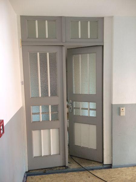 Haustür einer Villa vor 1900, Holz, HxB ca. 270x182cm, Doppelflügel, Oberlicht – Bild 1