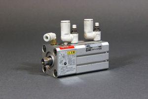 SMC - Kompaktzylinder mit Feststelleinheit - CDLQB20-20D-F – Bild 1