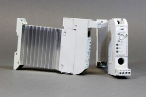 SIEMENS - Halbleiterschütz 3RF2320-1AA44 + Lastüberwachung Basis 3RF2920-0FA08 – Bild 1