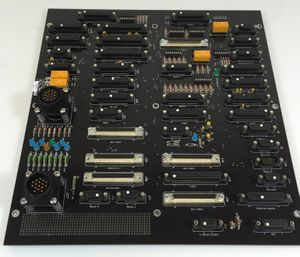 AMAT Applied Materials AKT CHAMBER DISTRIBUTION 55K CVD Board 0100-71304 REV 02  – Bild 1