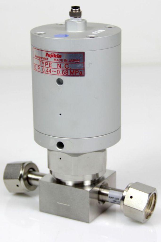 Fujikin Carten AMAT Type N.C. Ventil Valve O.P.0,44~0,68 MPa Gas Membran Ventil