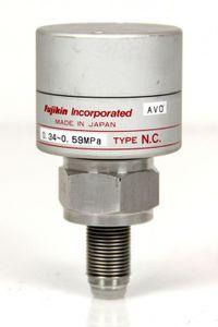 Fujikin Carten AMAT Type N.C. Ventil Valve O.P. 0,34~0,59 MPa Gas Membran Ventil