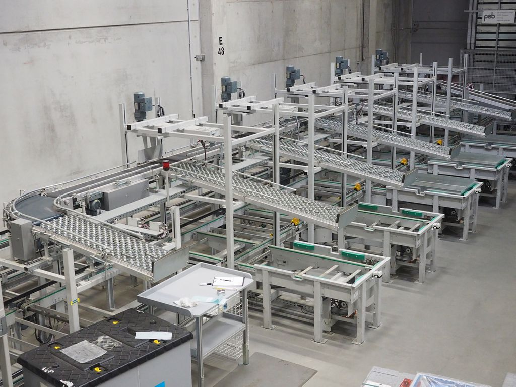 Kommissionieranlage Verpackungsstation 6 Plätze + ca. 32 Meter Förderband