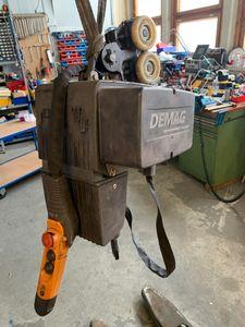 DEMAG DC COM 5-500 1/1 H4 V4/2 - 500kg Elektro Kettenzug Kran Steuerung FEM  – Bild 1