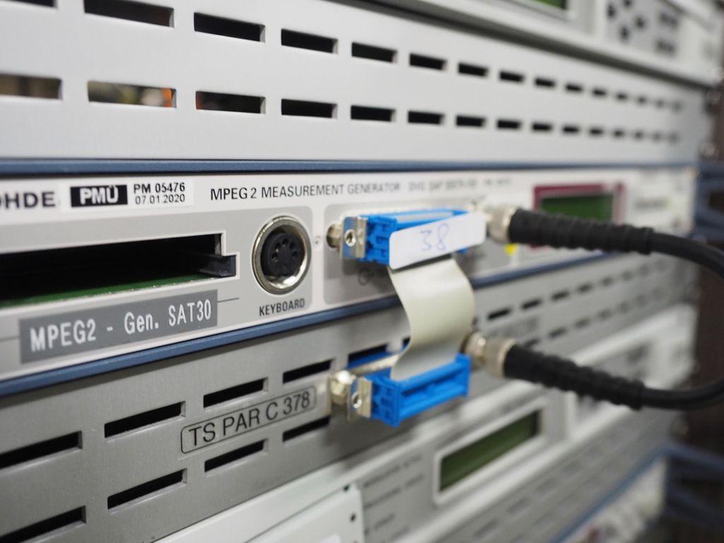 Rohde & Schwarz MPEG2 Mess- Generator DVG 2068.8597.02 #38