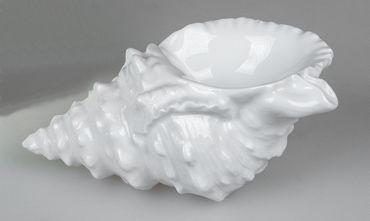 Muschel aus weiss-glasiertem Porzellan;ca. 15x10cm