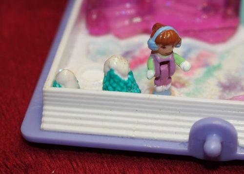 Polly Pocket Sparkle Snowland Glitzer Winterland mit 1 Puppe   (A-D-3) – Bild 2