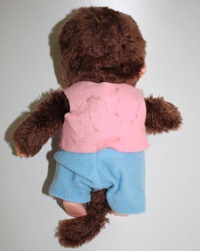 Monchichi Monchhichi mit rosa Weste + blauer Hose ca. 19 cm – Bild 2