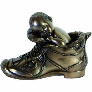 Baby schläft im Schuh