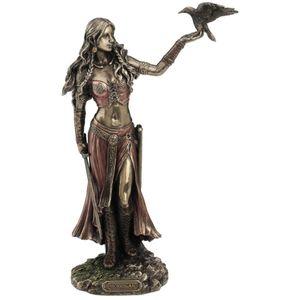 Morrigan mit Rabe keltische Göttin der Geburt, der Schlacht und demTod
