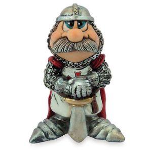 Funny Ritter - Danez mit Schwert stehend mit rotem Umhang