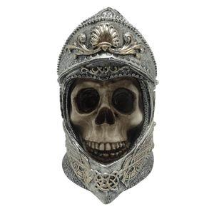 Ritter Totenkopf im aufwendig verzierten Helm 14cm