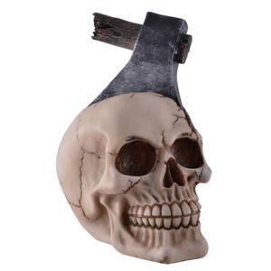 Gespaltener Totenkopf mit Axt im Kopf 15cm