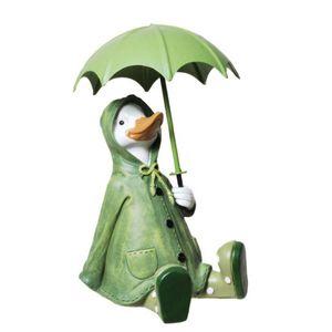 Ente im Regenmantel sitzt mit Regenschirm 15cm