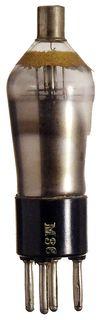 AB1 Doppeldiode. Eine historische Radioröhre mit 5-Stiftsockel.  ID18614