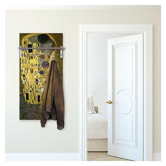 Wandgarderobe mit Hutablage mit Gustav Klimt Motiv im Flur neben der Schlafzimmer Tür von Artland im Onlineshop Artgalerie Bildershop