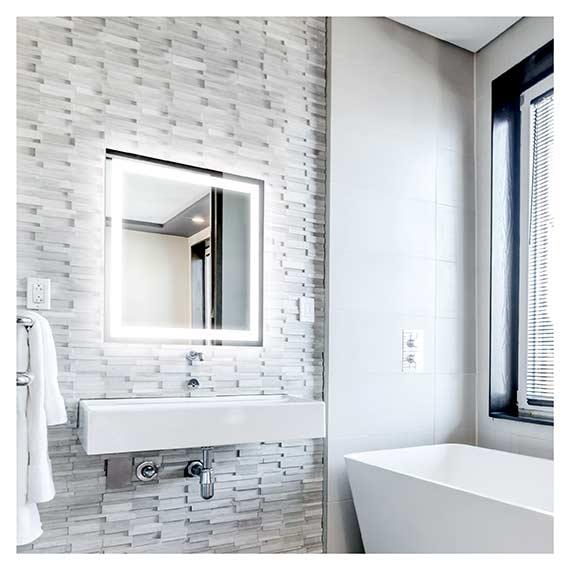 Beleuchteter LED Spiegel mit graviertem Rahmen über Waschbecken im Badezimmer von Artland im Onlineshop Artgalerie Bildershop