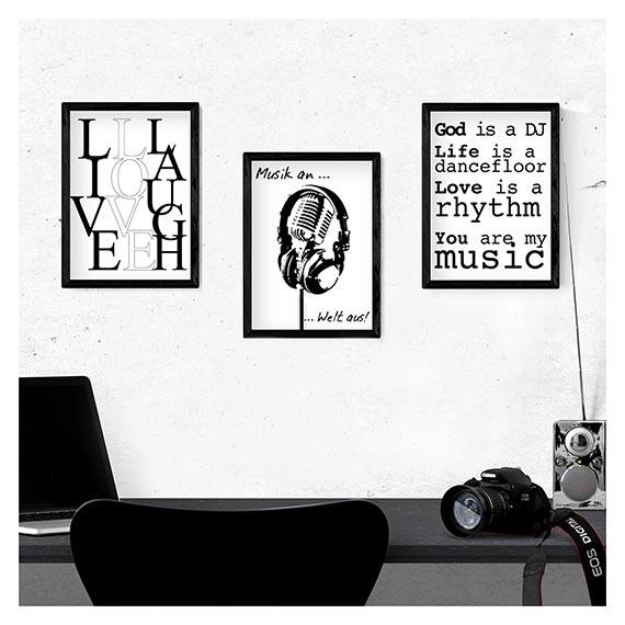 Drei gerahmte Bilder über einem Schreibtisch - im Onlineshop ARTgalerie Bildershop von Artland